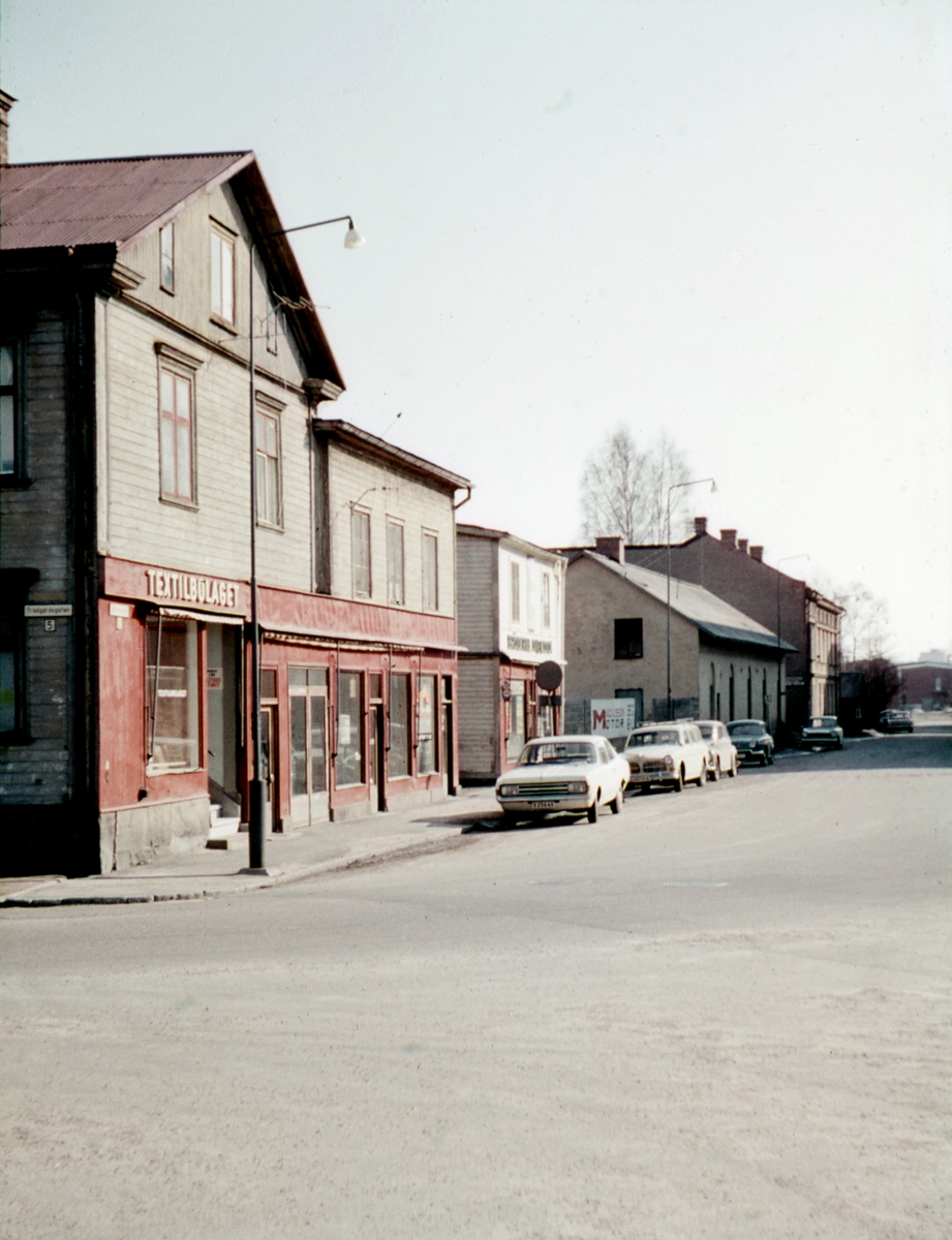 Stinsgatan, tidigare Orrholmsgatan, i sydlig riktning våren 1970.