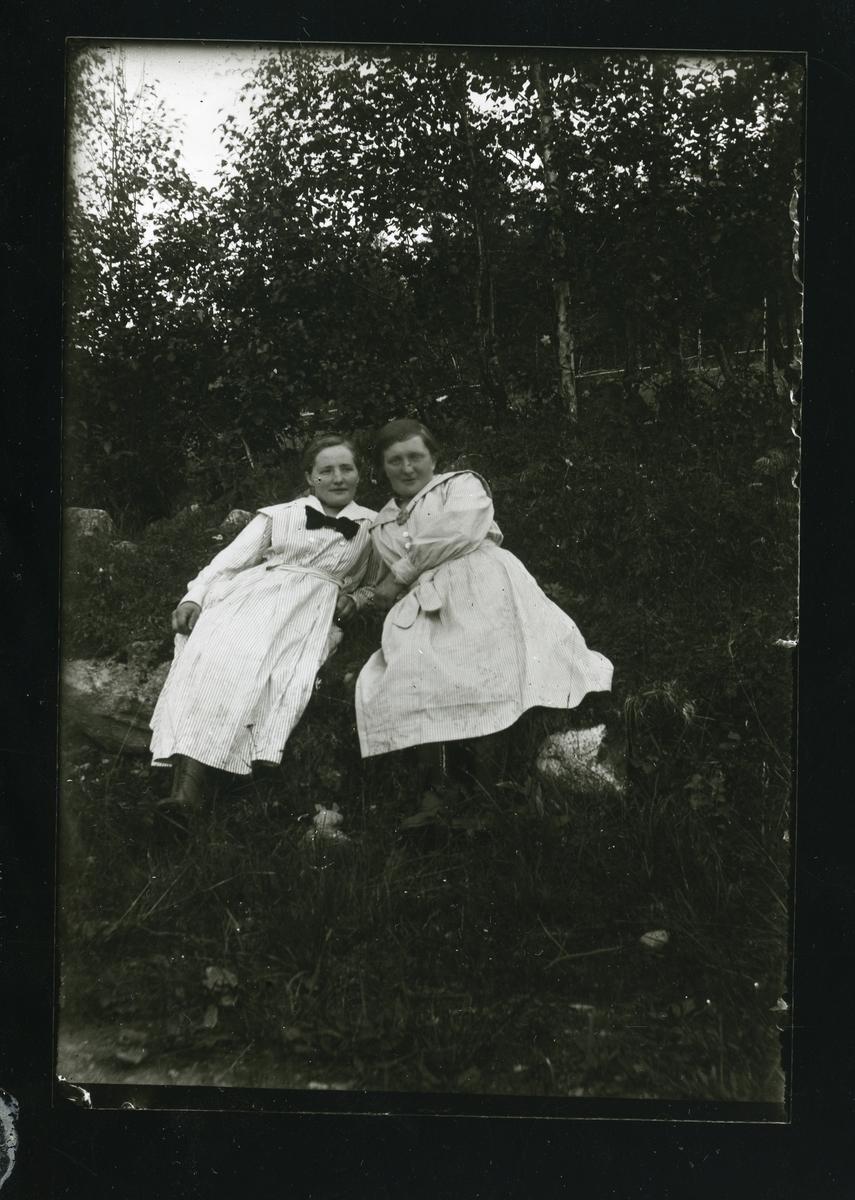 Olava og Sigrid Lundene.
