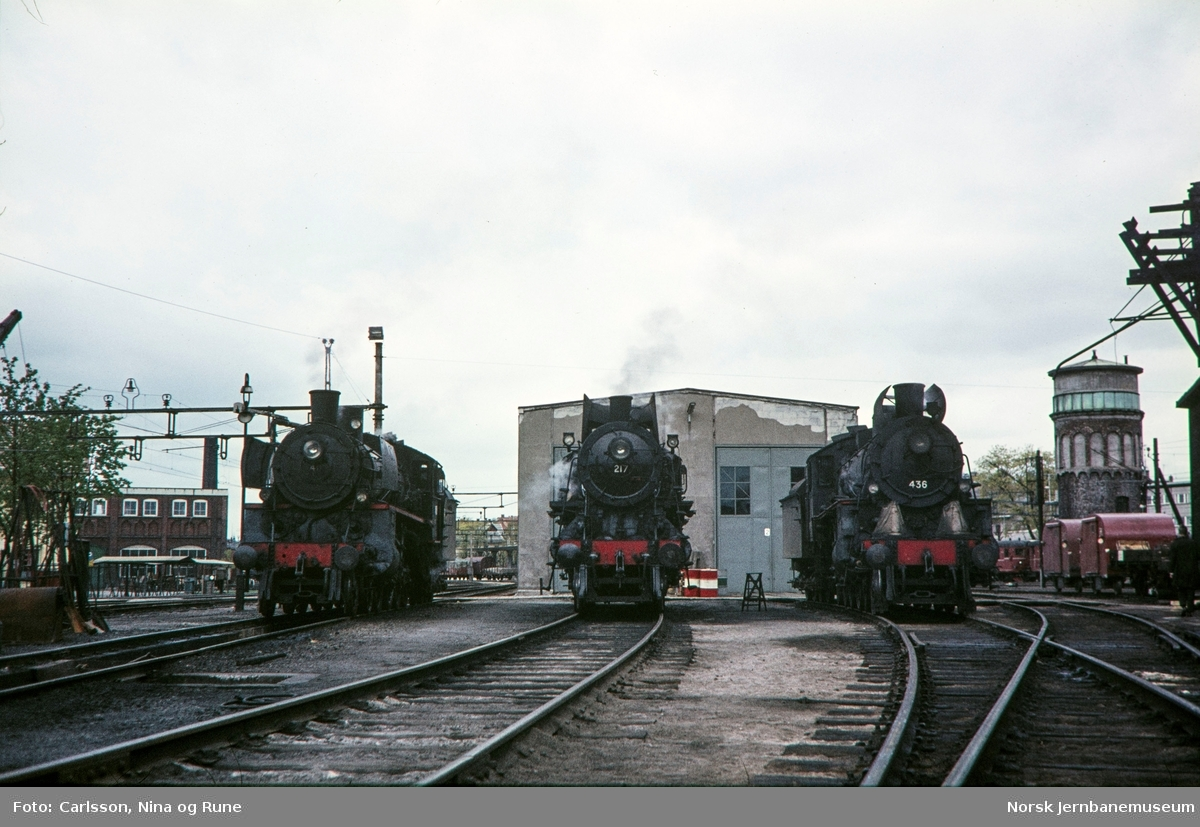 Damplokomotivene type 26c nr. 411, 26a nr. 217 og 26c nr. 436 på Hamar stasjon