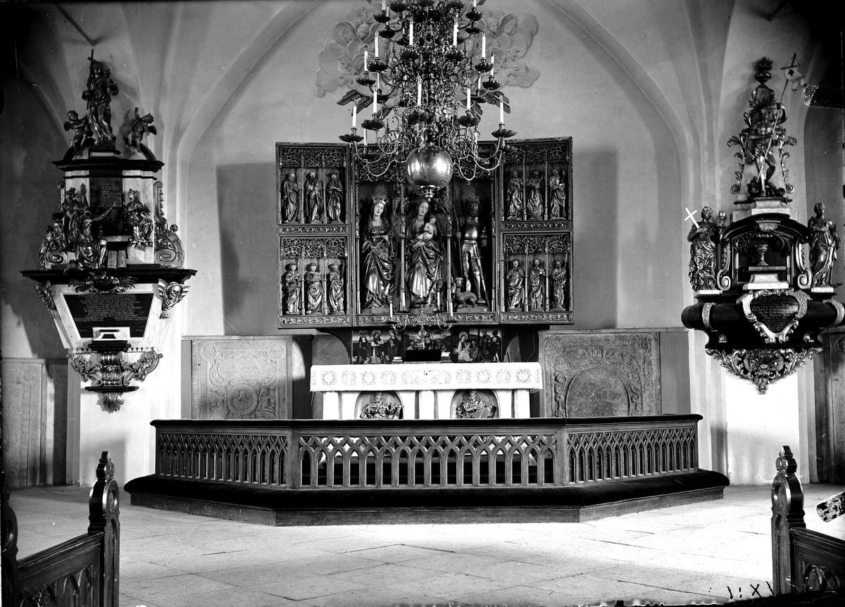 Altartavlan i Köpings kyrka.
