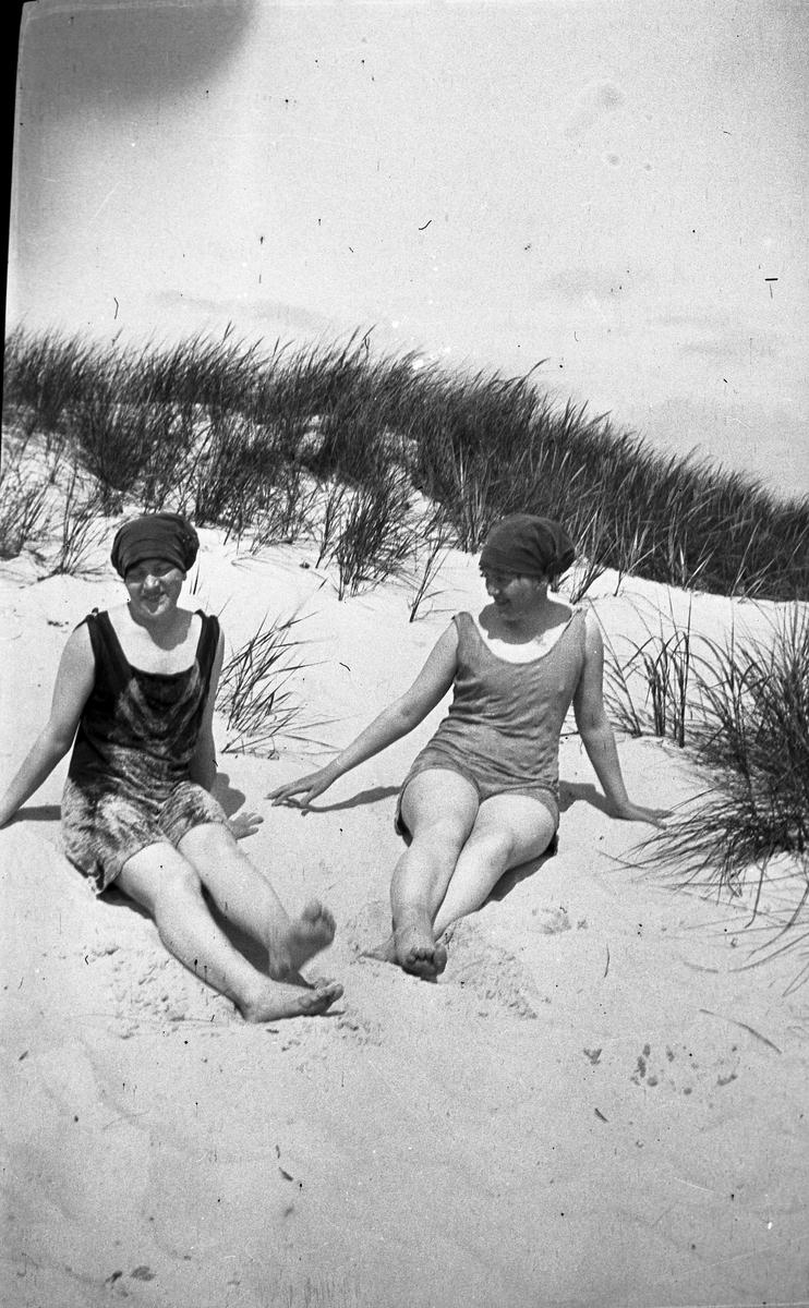 Elna Brundins syster Hanna Olsson till vänster med sällskap.