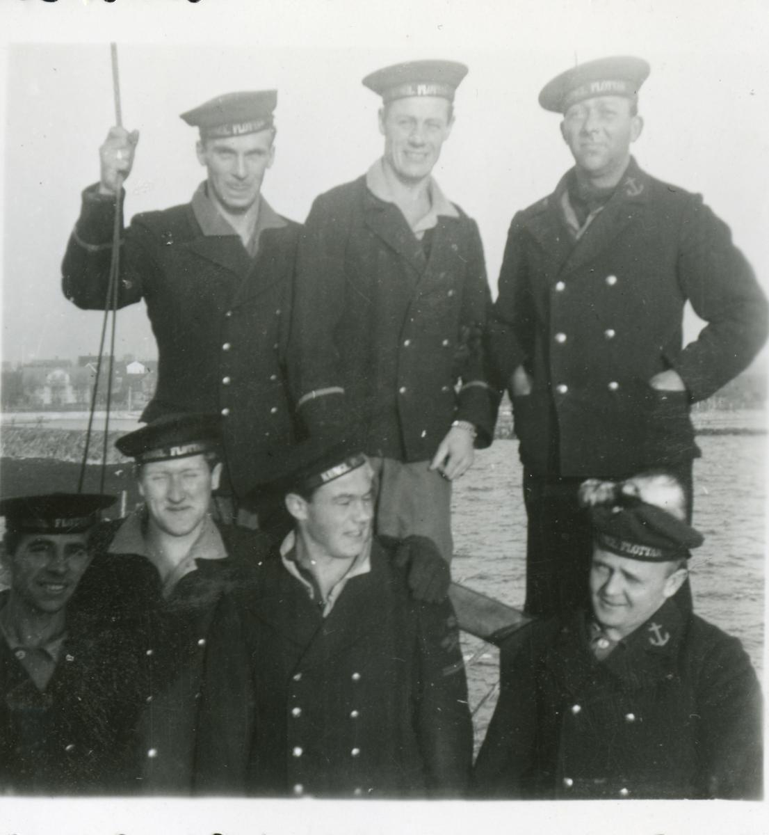 Gåva av Kenneth Larsson, son till Gösta Larsson. Fotografier från Gösta Larssons tjänstgöring i flottan. Fotografier från 1937 - 1954. Viss