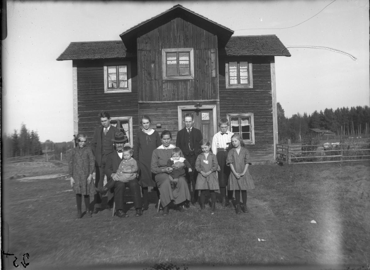 Familjen Söderlund, Snickars Annefors.