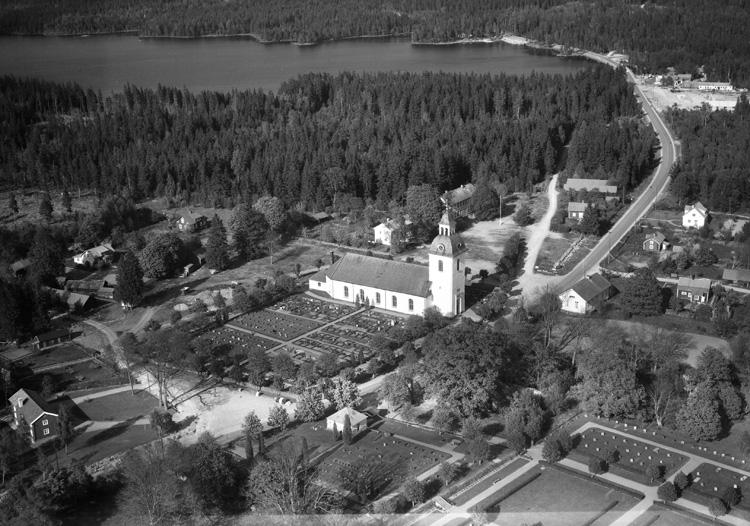 Ritningarna till  kyrkan i Älghult gjordes av Jacob Wulff år 1799. Den uppfördes år 1805-1806 i nyklassicistisk stil, och grundstenen lades den 13 maj 1805 av landshövding Carl Stellan Mörner. Först den 14 september 1816 invigdes kyrkan av biskop Ludvig Carlsson Mörner.