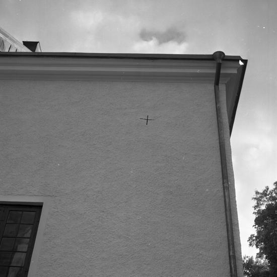 Foto av kyrkvägg.