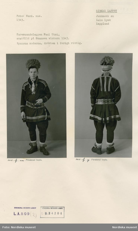 Ark med två monterade bilder föreställande Karesuandosamen Paul Utsi i helfigur, framifrån och bakifrån. Han är iklädd moderna byxor men i övrigt traditionell samisk folkdräkt. Utsi var anställd på Skansen vintern 1943.