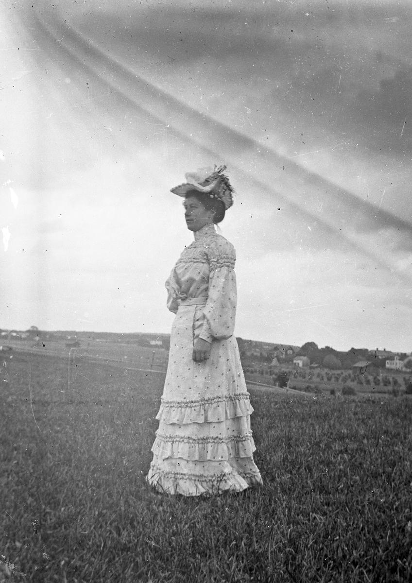 Kvinna. Ev. Torsåkertrakten. Tidsomfånget är 1900 - 1940