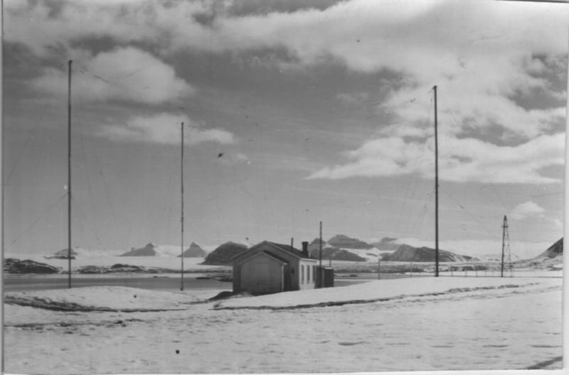Radio- og kringskastingsstasjoner. Ny-Ålesund eksteriør historisk