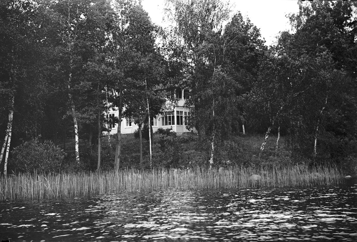 Hus vackert belägen vid vattnet