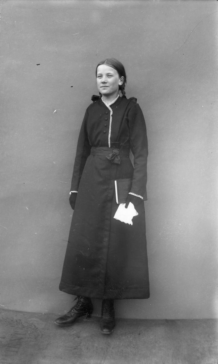 Ebba Wikström (Målars) vid konfirmationen.