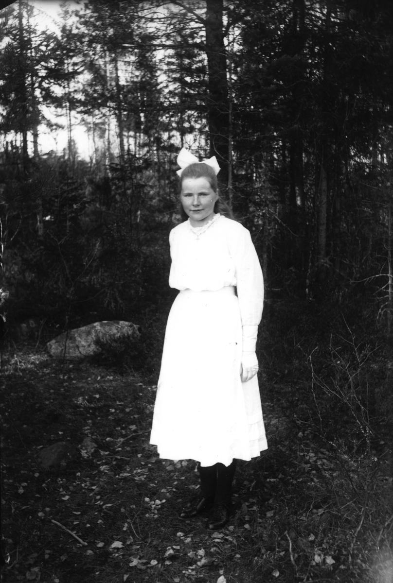 Anna Larsson från Smehammars, född 1904.