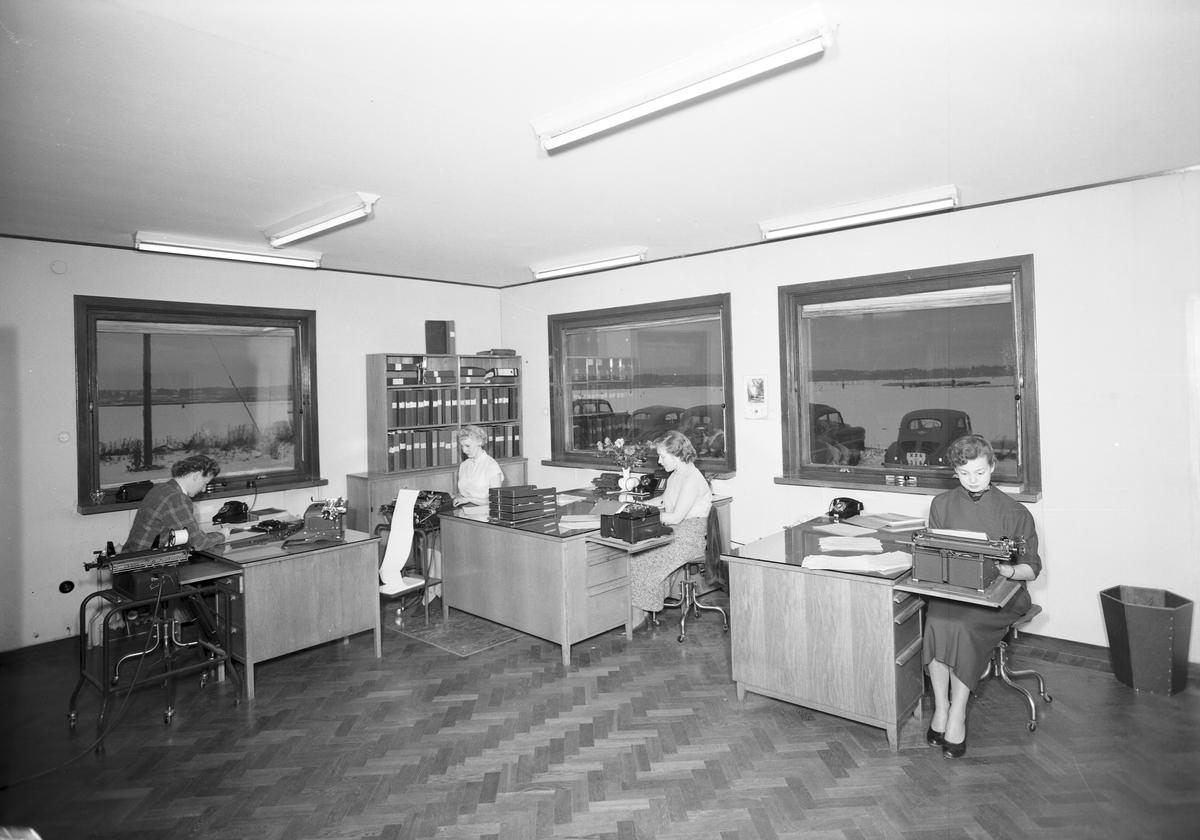 Gävle Galvan. Interiör av kontoret. Ursprung Lindahl & Runers Mekaniska Verkstad. Efter 1893 ombildas till Gefle Verkstäder AB. Efter 1910 ombildas till Gefle Verkstad & Gjuteri AB, från 1924 till AB Gavleverken. Köptes 1953 av Gävle Galvan grundare och ägare Arne Sjöström, som 1956 sålde Galvaniseringsfabriken