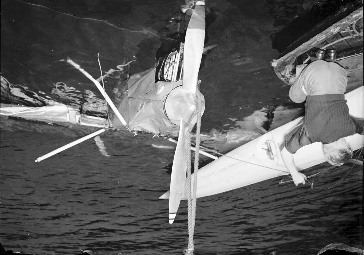 Flyghaveri i Fjärden. Reportage för Gefle Dagblad. Juni 1939