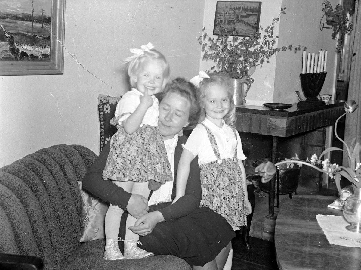 Reportage för Damernas Värld. Interiör från flera hem.  1944.