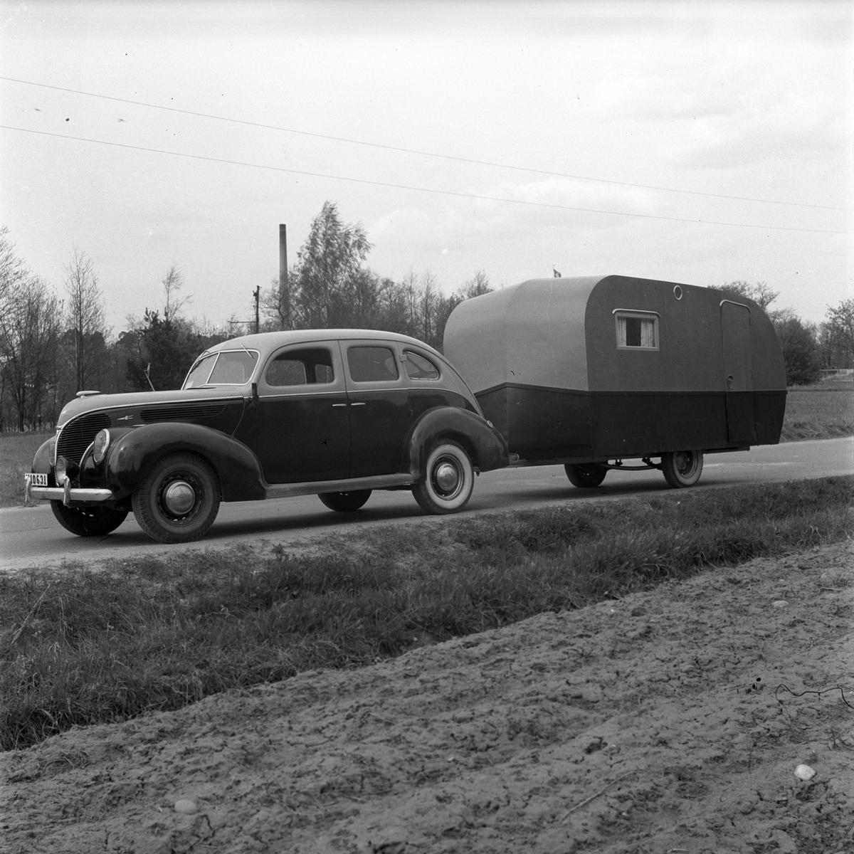 En 1939 Ford V8 med husvagn. Maj 1947. Reportage för Arbetarbladet.