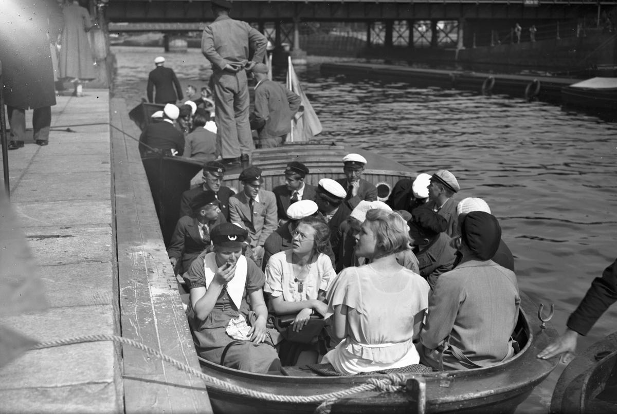 S.S.U.H. i båt i Gavleån