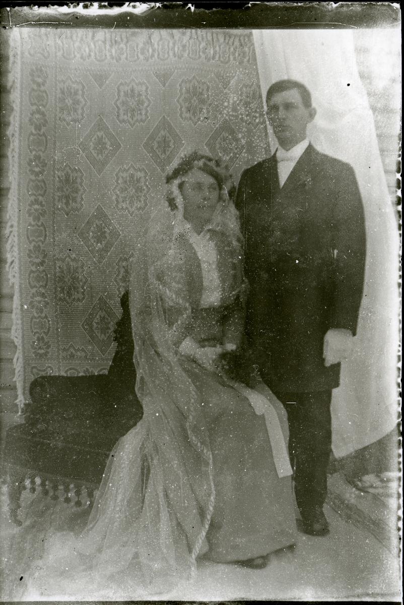 Kristoffer Stensæter med kona Sofie.