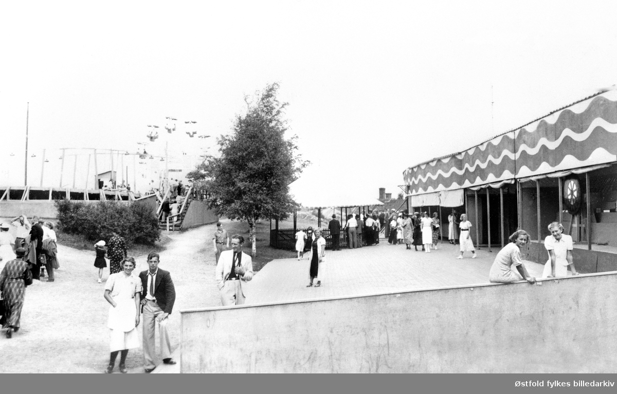 Mosseutstillingen i 1937 på Skarremyrfjellet. Fornøyelsesavdelingen. Tivoli?