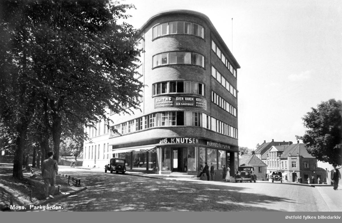 Park Hotel og Restaurant i Moss åpnet sine dører 9. mars 1934. I tillegg inneholdt bygningen kontorer, leilighet og en forretning i 1. etasje. Hotellet ble lagt ned i 1960-åra og restauranten byttet navn til Vertshuset Triangelen. Håndverker- foreningen har siden 1970 hatt lokaler i Parkgården.