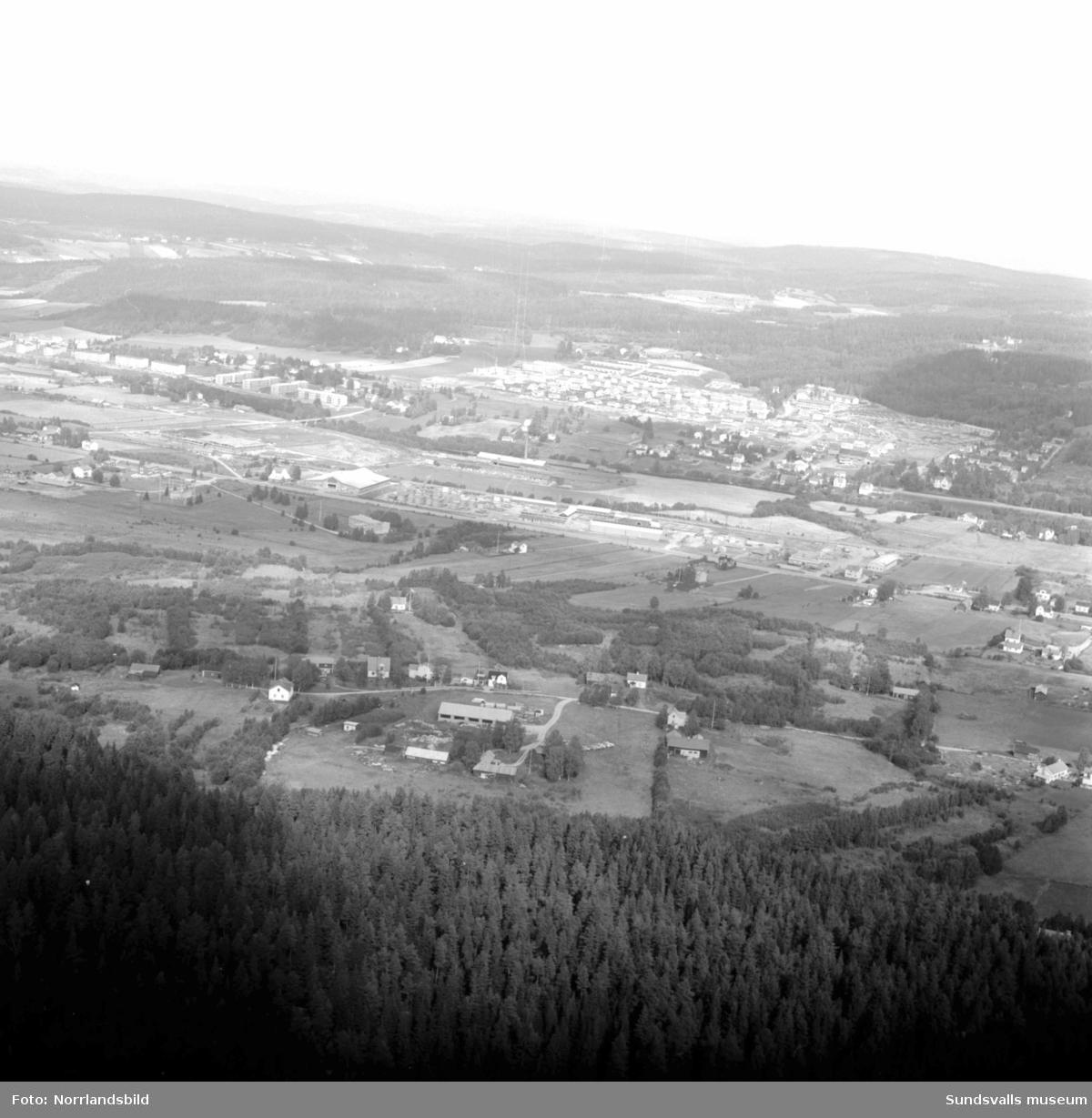 Flygfoton över Nacksta med västra industriområdet.