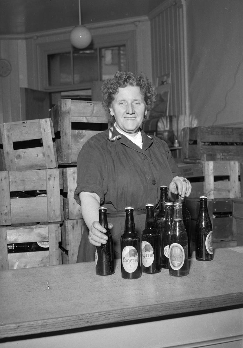 Jenny Austad ved Aktiebryggeriets utsalg i Krambugata