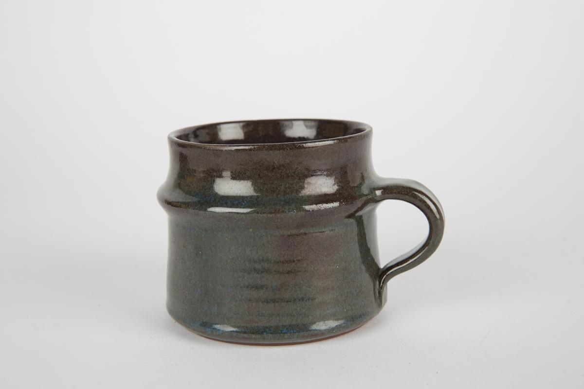 Kopp i keramikk.