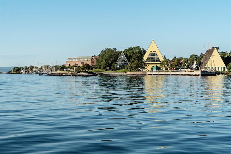 Bygdøynes sett fra sjøsiden med de tre trekantede bygningene Båthallen, Frammuseet og Gjøabygget. (Foto/Photo)