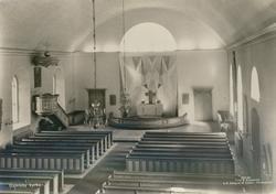 Interiör från långhuset mot altaret i Gamleby kyrka.