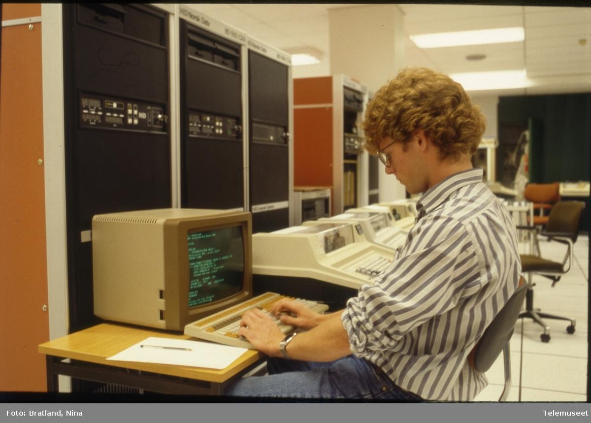 Datamaskiner arbeidsmiljø Norsk Data