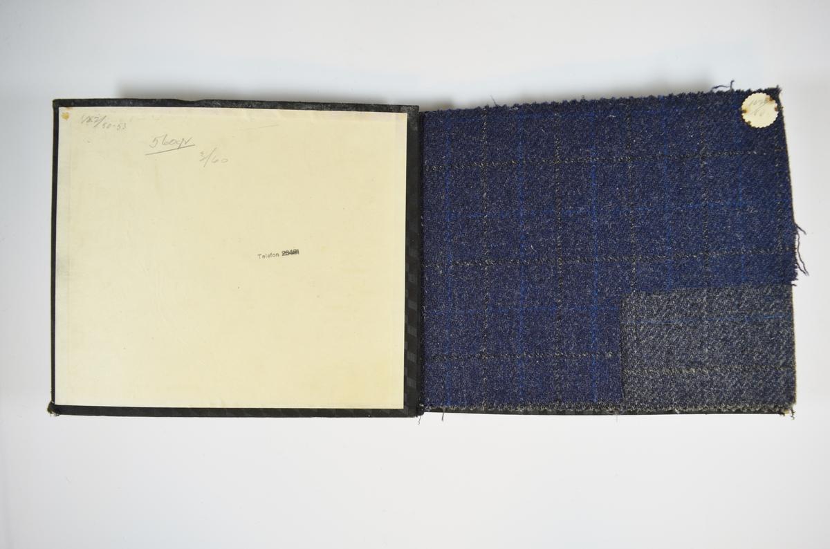 Prøvebok med 4 stoffprøver. Middels tykke stoff med diskret rutemønster. Stoffene ligger brettet dobbelt i boken slik at vraga dekkes. Stoffene er merket med en rund papirlapp, festet til stoffet med metallstifter, hvor nummer er påført for hånd. Innskriften på innsiden av forsideomslaget indikerer at alle stoffene har kvaliteten 167B.   Stoff nr.: 167B/50, 167B/51, 167B/52, 167B/53.