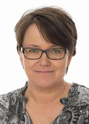 Portrett av administrasjonssekretær Hilde Sormbroen i Anno museum.