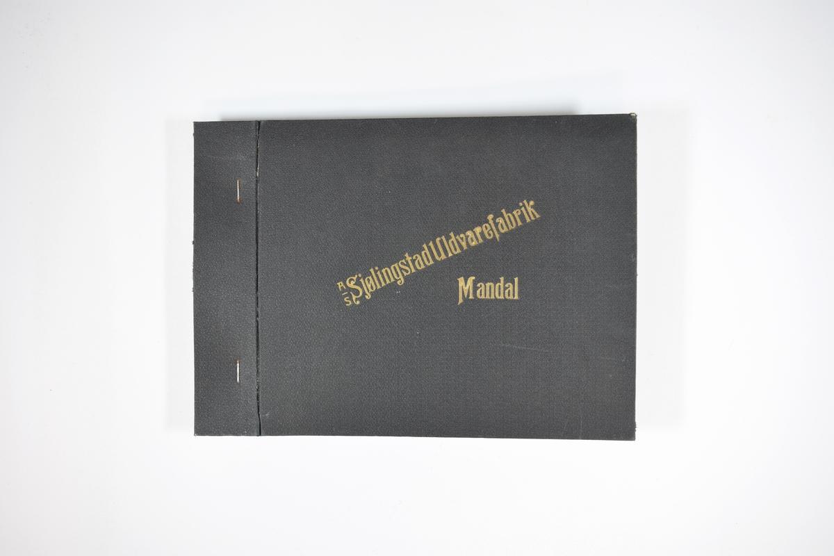 Prøvebok med 4 stoffprøver. Relativt tykke mørke ensfargede stoff. Stoffene er valket/tovet slik at vev mønsteret ikke kan avgjøres. Stoffene ligger brettet dobbelt i boken slik at vranga dekkes. Stoffene er merket med en rund papirlapp, festet til stoffet med metallstifter, hvor nummer på påført for hånd. Kvalitetsnummeret er bare fylt ut på den første prøven, men det er rimelig å anta at alle stoffene i boken har kvalitet 762 grunnet påskriften på innsiden av forsideomslaget.    Stoff nr.: 762/1, 762/2, 762/3, 762/4.