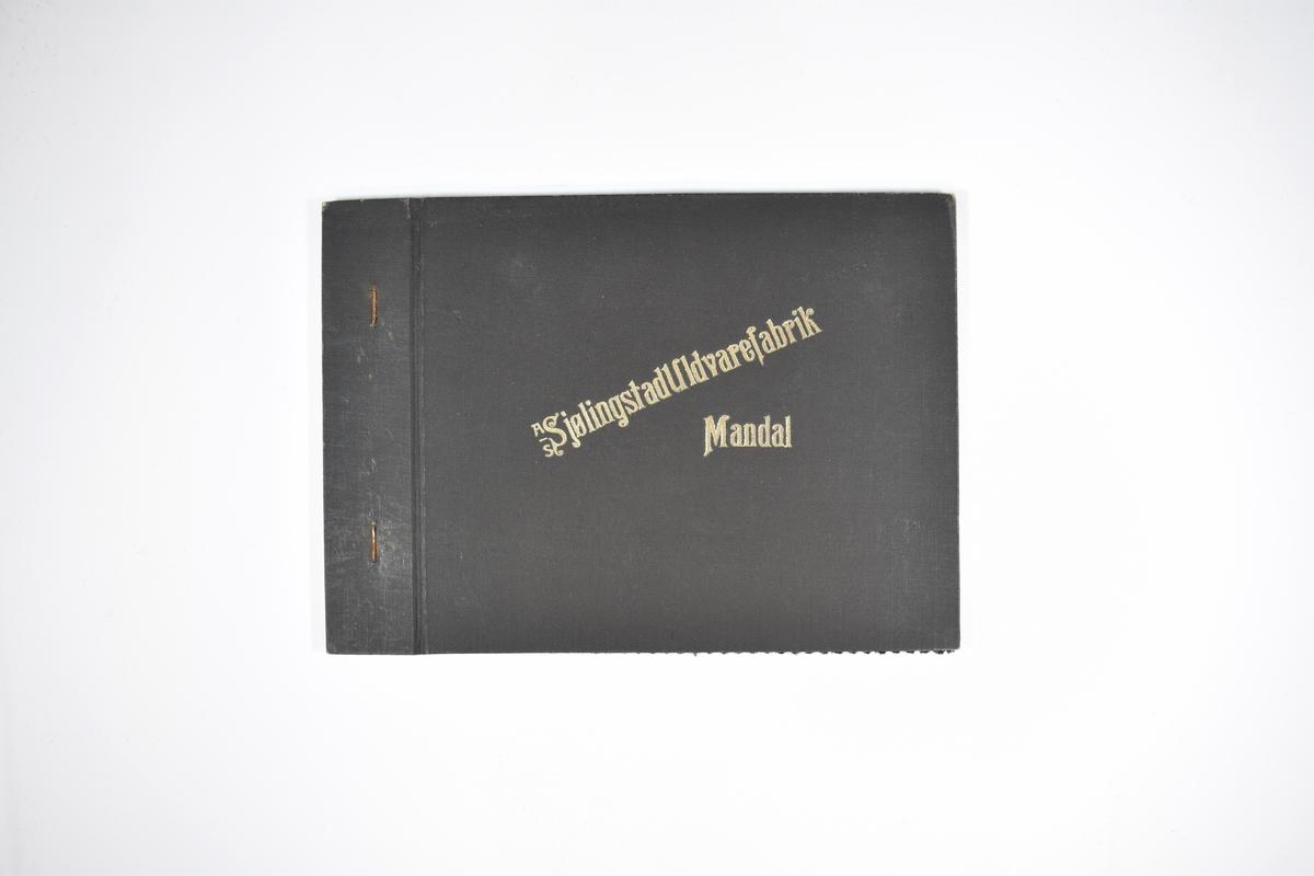 Prøvebok med 1 stoffprøve. Relativt tynt stoff med skrå striper. Stoffet ligger brettet dobbelt i boken slik at vranga dekkes. Stoffet er merket med en firkantet papirlapp, festet til stoffet med metallstifter, hvor nummer på påført for hånd.   Stoff nr.: 766/89.