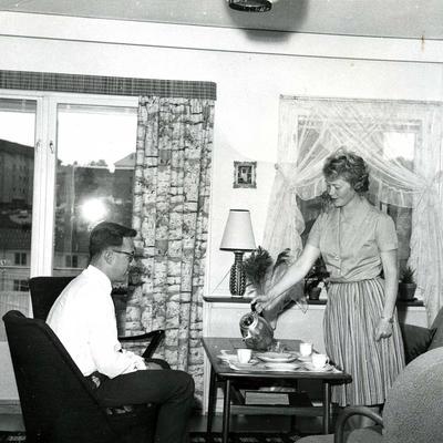 Familien Hannevik i stua i Havreveien 49 på Manglerud, 1964.