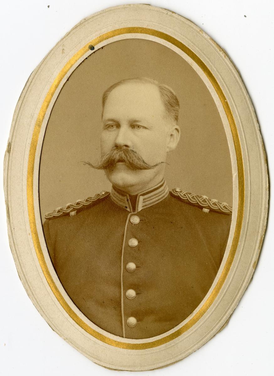 Porträtt av Carl Gustaf Adolf Warberg, kapten vid Södermanlands regemente I 10. Se även bild AMA.0009289 och AM.0021812.