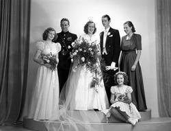 Brudparet Roland Larsson, Gävle. 3 november 1945.