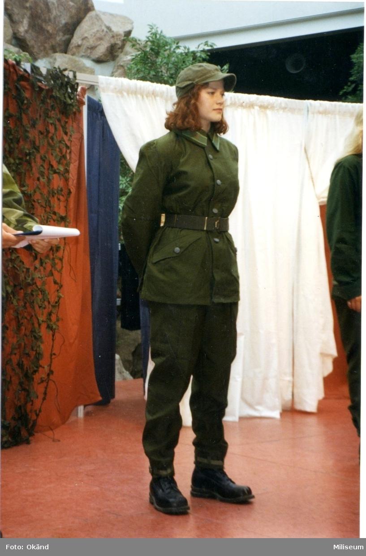 Militärmodevisning. A 6 Center, 10 år.