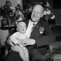 Brottaren John Nyman fotograferas i samband med sin 50-årsda