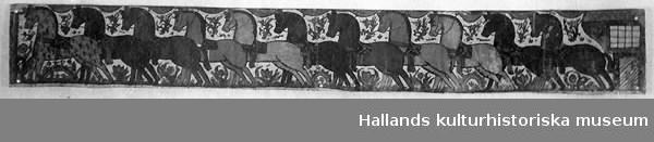 Målad bonad av papper. Motiv: 11 hästar.
