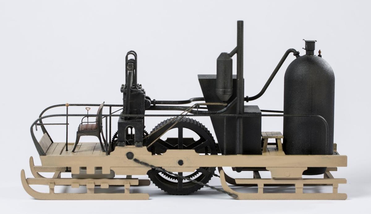 Modell av dampslede printet ut i 3D-printer.