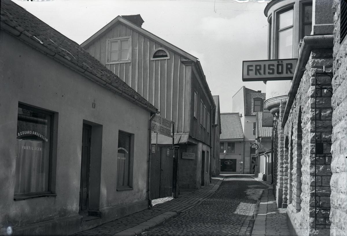 Orig. text: Torggatan.Torggatan sedd mot Apotekaregatan. Till vänster i bild Eduard Andersson Magasin & Verkstäder