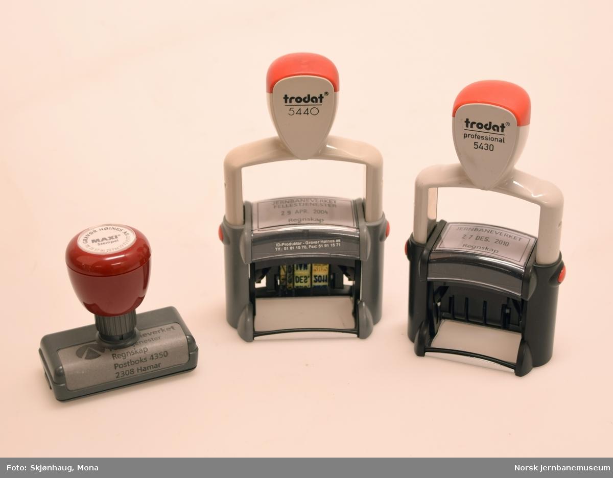JM008850a og b: 2 Datostempler JM008850c: 1 stempel fast avtrykk