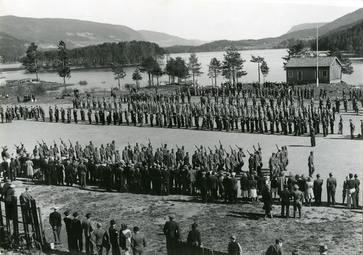 Heimefronten på defilering på Fagernes, pinsa 1945.