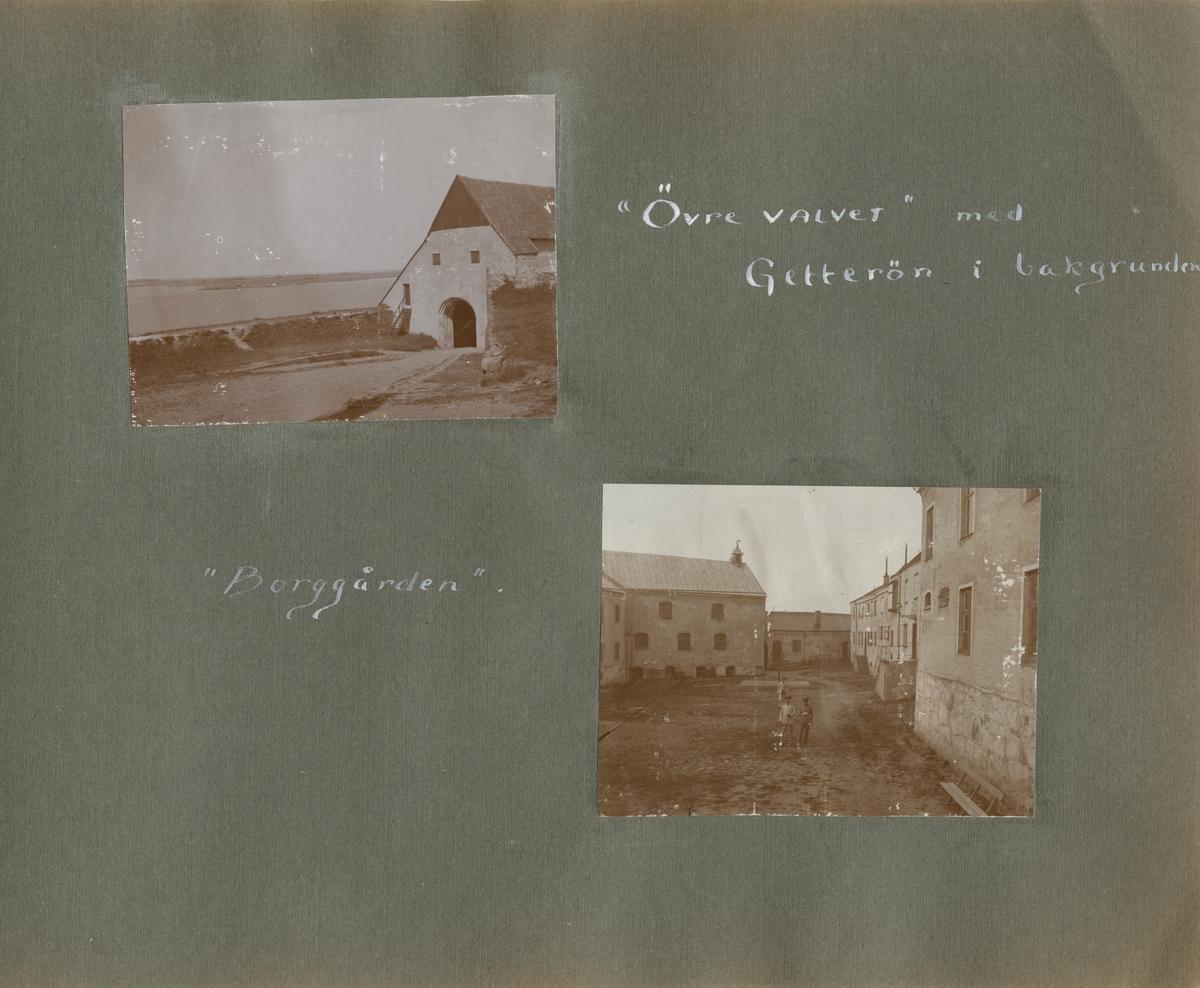 Tre soldater inne i Varbergs fästning uppställda för fotografering.