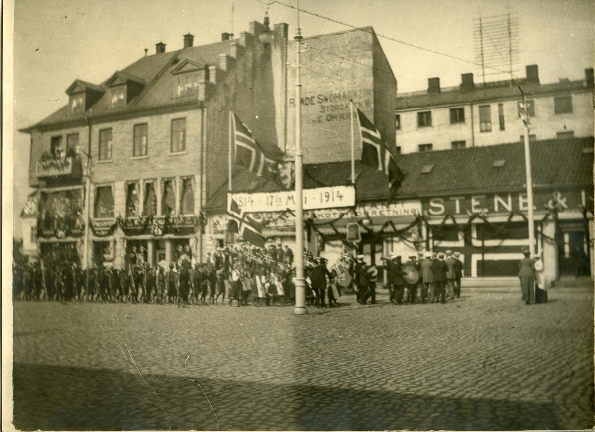 17. mai 1914. Grunnlovsjubileum. Torvet. (senere: Stortorvet). Stortorvet. Stene & Isaksen (Torvet 1).