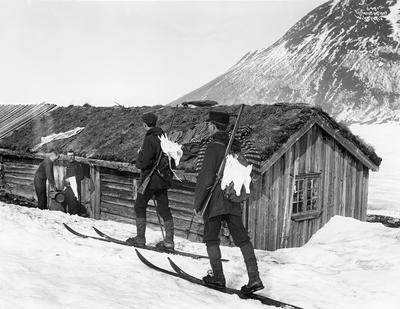 Rypejegere på vinterjakt. Filefjell i Vang kommune i Valdres i 1907.