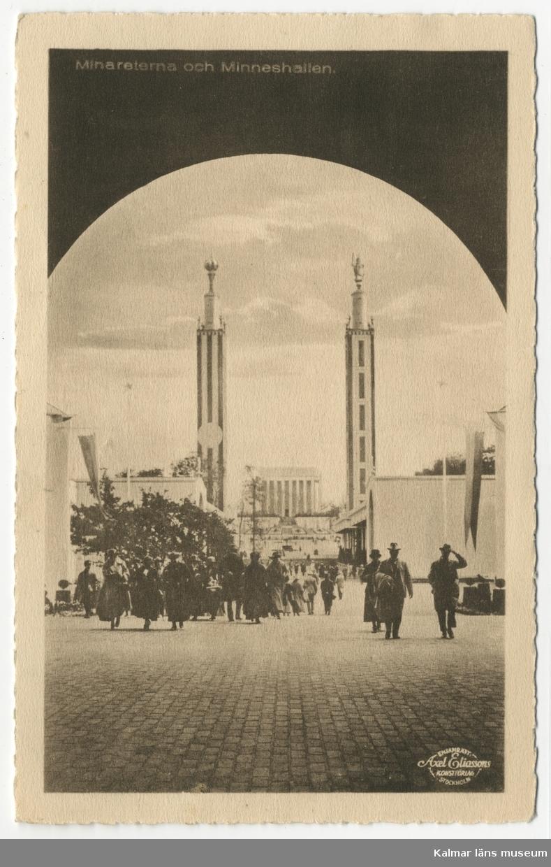 Central i motivet, Minareterna samt Minneshallen vid Jubileumsutställningen i Göteborg 1923. Framför byggnaderna besökande människor.