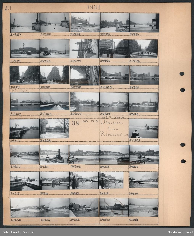 Motiv: (ingen anteckning) ; Snötäckta stadsvyer med båtar och bilar och fotgängare.  Motiv: Utsikter från Riddarholmen;  Snötäckta stadsvyer med vatten och båtar.
