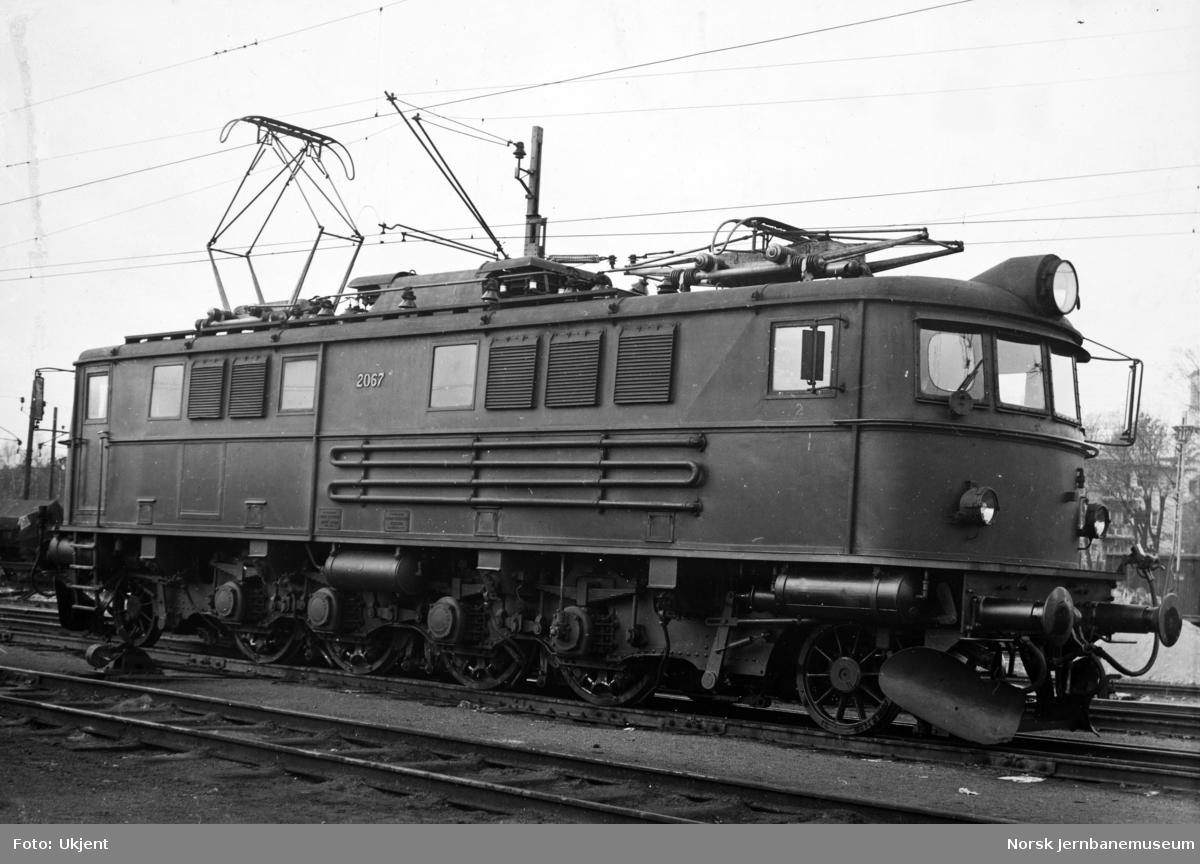 Elektrisk lokomotiv El 8 nr. 2067 som nytt