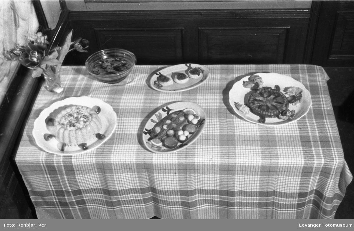 Kostholdsmessa i 1936, ulike retter.